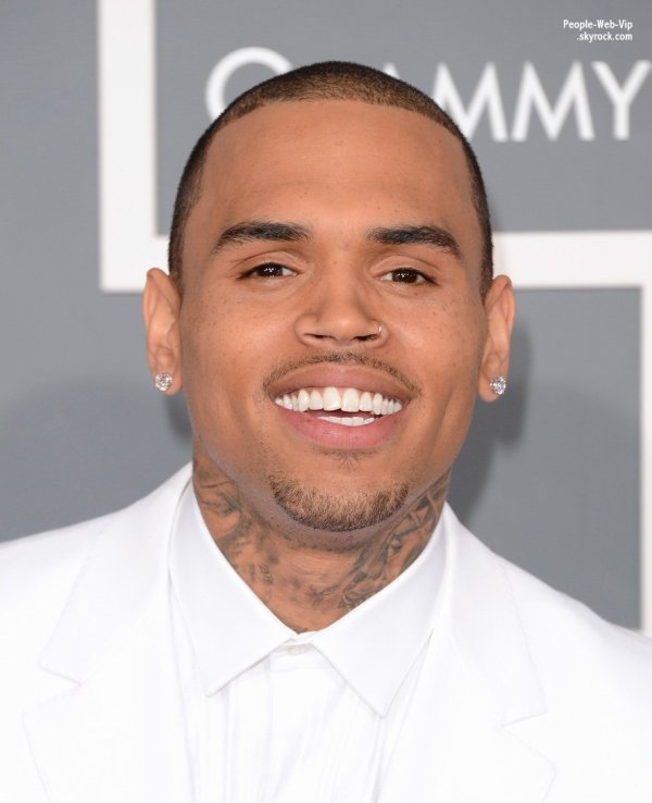   LES GRAMMY AWARDS 2013: Chris Brown sur le tapis rouge des Grammy Awards 2013. Au top ! J'adore la tenue, les poses, le sourire, parfait Breezy !  ( dimanche (Fvrier 10) au Staples Center  Los Angeles.) 