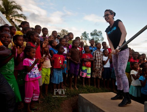  Katy Perry v a pass quelques jours  Madagascar dbut avril pour soutenir l'UNICEF pour la dfense des droits des enfants.   ( Madagascar la semaine dernire.) 