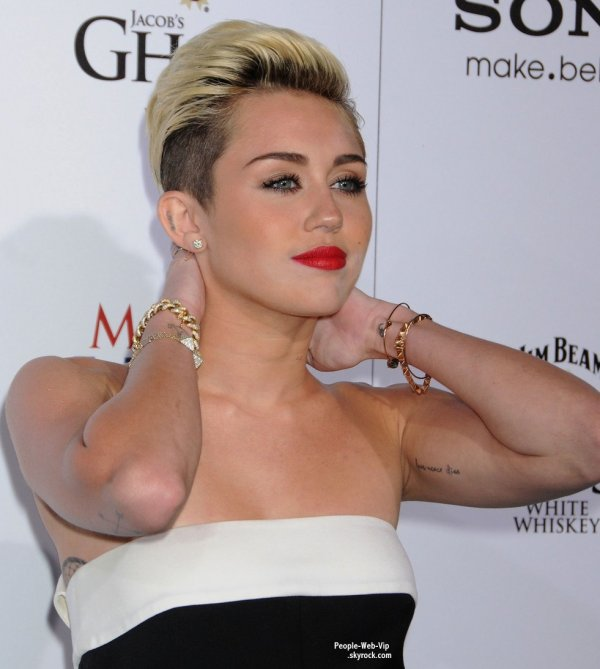  C'est pour la crmonie des 2013 Maxim Hot 100 Party que Miley Cyrus a t aperue sur le tapis rouge  plus sexy que jamais ! ( mercredi (15 mai)  Vanguard  Hollywood.) 